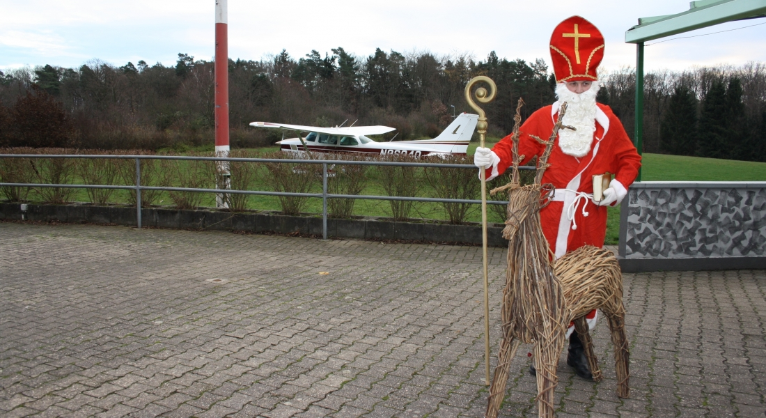 Der Nikolaus fliegt Cessna